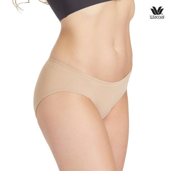 Wacoal Panty Low Rise : V - Cut : Bikini รุ่น WU2458 Set 3 ชิ้น สีโอวัลติน (OT)