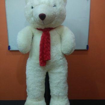 ตุ๊กตาหมีตัวใหญ่สีขาว ผ้าฟันคอสีแดง