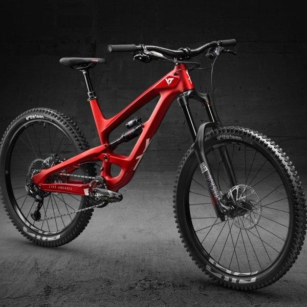 2019 CAPRA 27 CF PRO CANDY RED / WHITE SIZE M