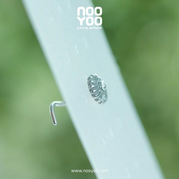 (30896) จิวจมูก Daisy Nose Pigtail Surgical Steel