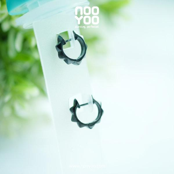 (30887) ต่างหู Gunmetal Pyramid Hoop Surgical Steel