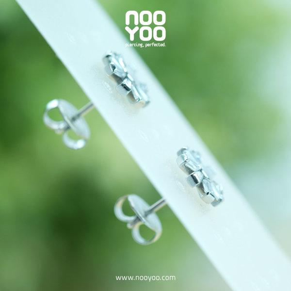 (30871) ต่างหู Flower with Cubic Zirconia Surgical Steel