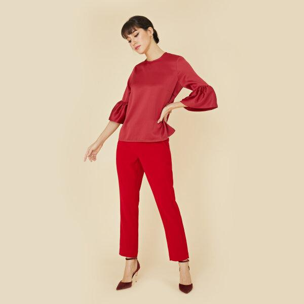 Lofficiel ลอฟฟิเซียล เสื้อเบลาส์ เนื้อผ้าซาติน นุ่มลื่น ระบายเเขน สีเเดง FV9EDE