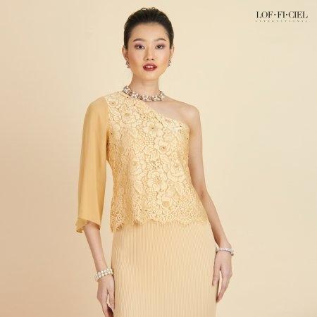 Lofficiel Luxury Lace Blouse ลอฟฟิเซียล เบลาส์ออกงานผ้าลูกไม้ เปิดไหล่หนึ่งข้าง สีทอง FR5ODY