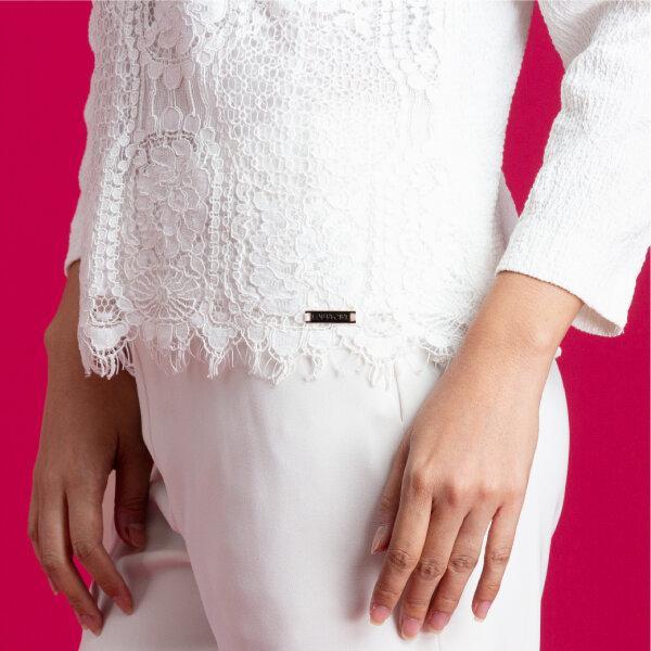 Lofficiel Party Blouse ลอฟฟิเซียล เสื้อเบลาส์ผ้าลูกไม้ เนื้อผ้าสแปนเด็กซ์ใส่สบาย สีขาว FV89WH