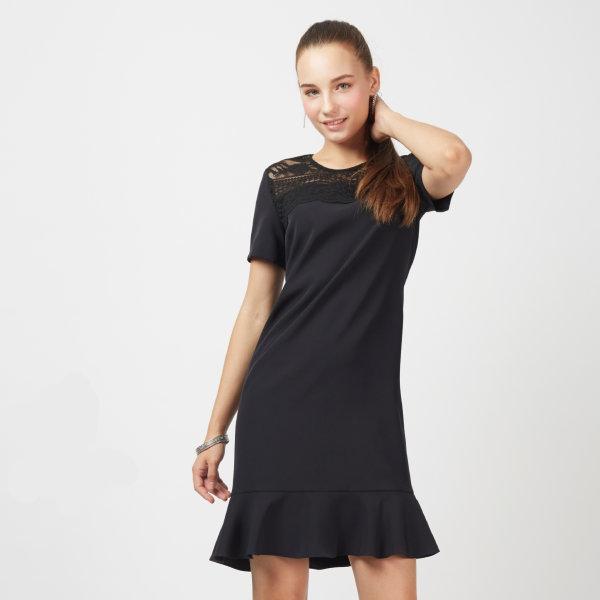 Jousse Dress ชุดเดรสทำงานสีดำ แต่งลูกไม้ช่วงคอ ทรงตรง ชายกระโปรงระบาย JP2ZBL