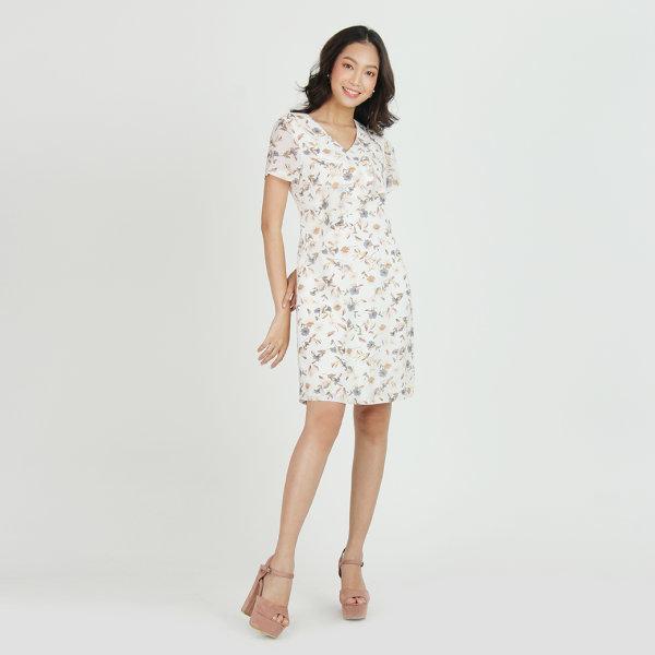 Jousse Dress ชุดเดรสชีฟอง พิมพ์ลายดอกไม้ สีขาวสุดละมุน ดีไซน์คอวี แต่งระบายเพิ่มความหวาน