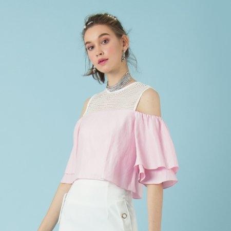 เสื้อผ้าแฟชั่น โชว์ไหล่ สีชมพูสุดหวาน สไตล์สบายๆ | Jousse