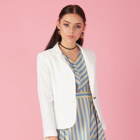 เสื้อแจ็คเก็ตทรงสูท คลาสสิค สีขาว | Jousse