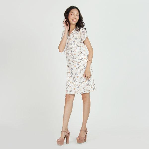 Jousse Dress ชุดเดรสชีฟอง พิมพ์ลายดอกไม้ สีขาวสุดละมุน ดีไซน์คอวี แต่งระบายเพิ่มความหวาน  JU14WH