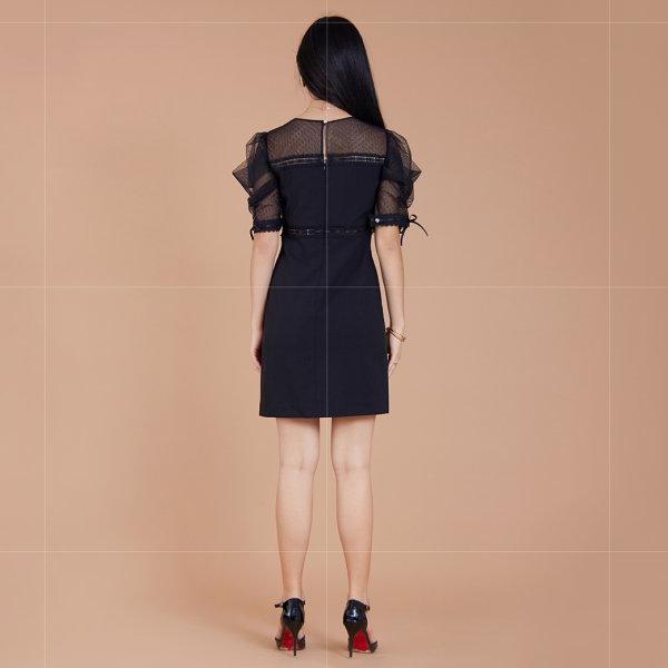 Jousse Dress ชุดเดรส เดรสสีดำ แต่งผ้าซีทรูช่วงคอ แขนตุ๊กตา และแขน ทรงเข้ารูปทรงเอ  JT84BL