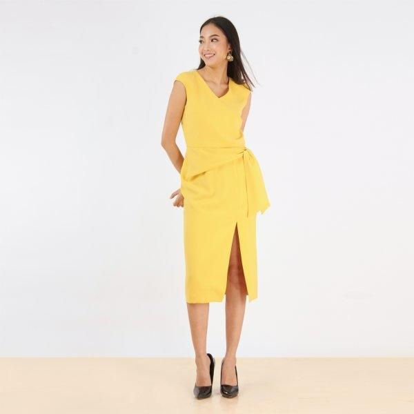 ชุดเดรสสีเหลือง สดใส แขนล้ำ ทรงสอบเข้ารูป ผ่าข้างเพิ่มความเก๋ | Jousse JS3PYE