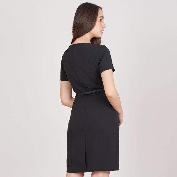 Jousse Dress ชุดเดรสทำงานสีดำ คอกลมแขนสั้น ทรงสอบเข้ารูป เนื้อผ้ามันวาว นุ่มลื่น JV24BL