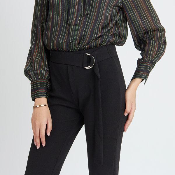 กางเกงขาม้าสีดำ ทรงเข้ารูป ดีเทลเข็มขัด ผ้ายืด JT7EBL
