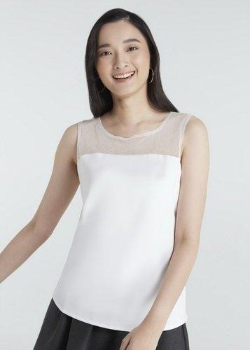 Jousse Blouse เสื้อเบลาส์แขนกุดผ้าซาติน สีขาว ซีทรูช่วงคอ JQ1IWH