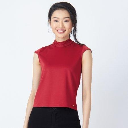 เสื้อสีแดง แขนกุดคอปีนตกแต่งลูกไม้ | Jousse