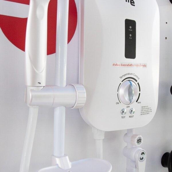 เครื่องทำน้ำอุ่น M&E ขนาด 3500w สีขาว พร้อมชุดฝักบัว รุ่น ME35FW