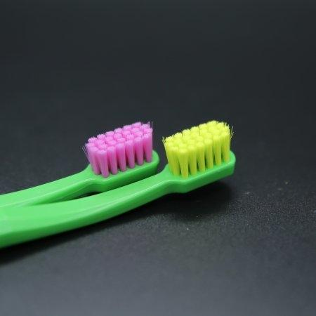 แปรงสีฟันสำหรับเด็กโต Curaprox CS SMART ด้ามสีเขียว