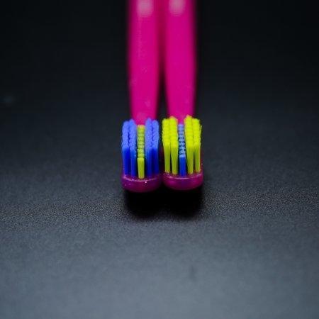 แปรงสีฟันสำหรับคนจัดฟัน CS 5460 Ortho ด้ามสีชมพู
