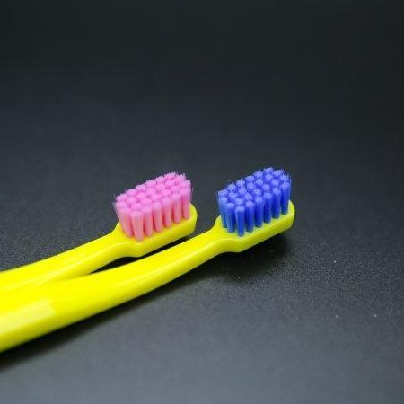 แปรงสีฟันสำหรับเด็กโต Curaprox CS SMART ด้ามสีเหลือง