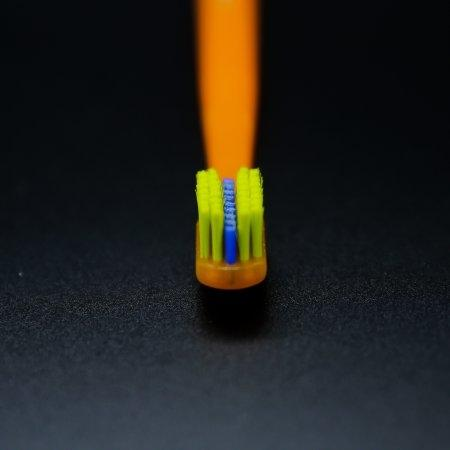 แปรงสีฟันสำหรับคนจัดฟัน CS 5460 Ortho ด้ามสีส้ม