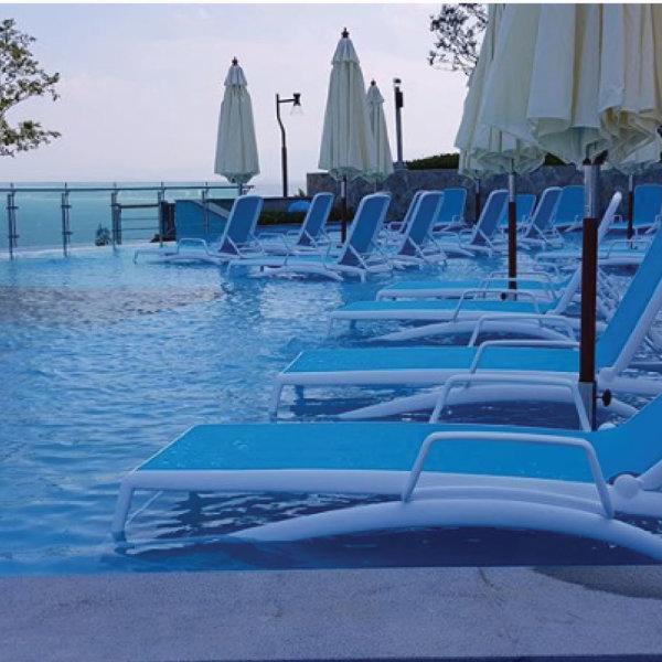 NARDI ที่พักแขนเตียงริมสระ Atlantico (สีขาว) (ลงทะเบียนผ่าน Line รับส่วนลด 50% )