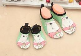 W01 รองเท้าใส่เล่นน้ำหมีเขียว