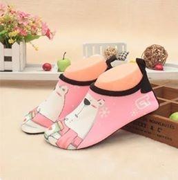 W01 รองเท้าใส่เล่นน้ำหมีชมพู