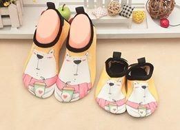 W01 รองเท้าใส่เล่นน้ำหมีเหลือง