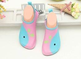 W01 รองเท้าใส่เล่นน้ำปลาวาฬชมพู