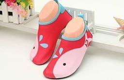 W01 รองเท้าใส่เล่นน้ำปลาวาฬแดง