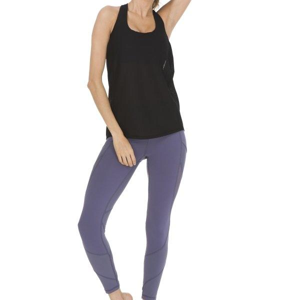 Queenieke : เสื้อกล้าม+Sports bra 2 In 1 Criss-Cross Straps (สี ดำ - Black)