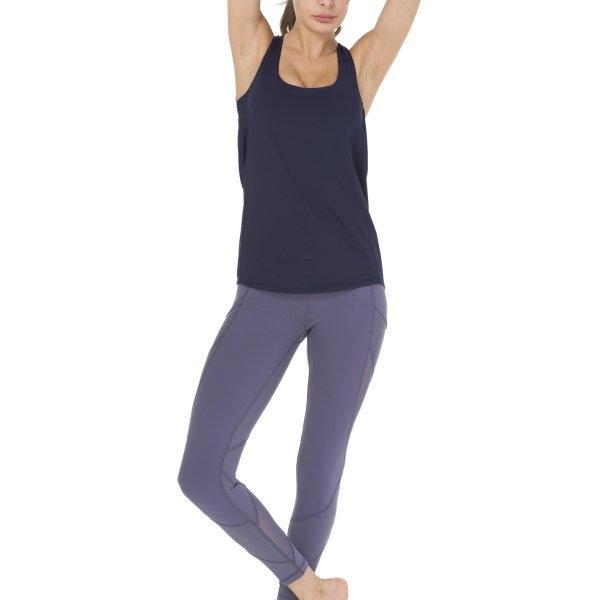 Queenieke : เสื้อกล้าม+Sports bra 2 In 1 Criss-Cross Straps (สี กรม - Dark Navy)