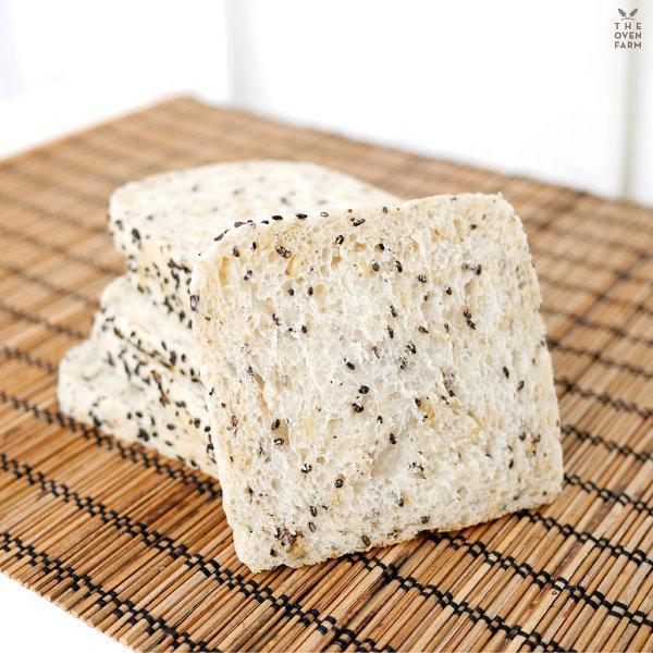 ขนมปังโฮลวีทงาดำ