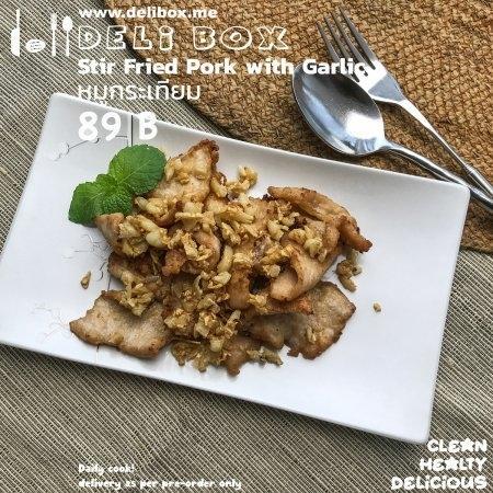 37.หมูกระเทียม / Stir Fried Pork with Garlic