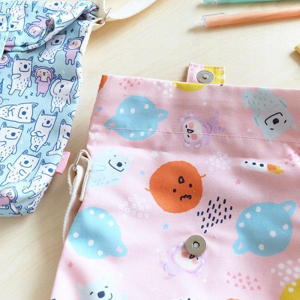 สวีทซัมเมอร์ : กระเป๋าผ้าแคนวาส แบบ สะพายข้าง : ลาย มาจอรี่ : SB1901