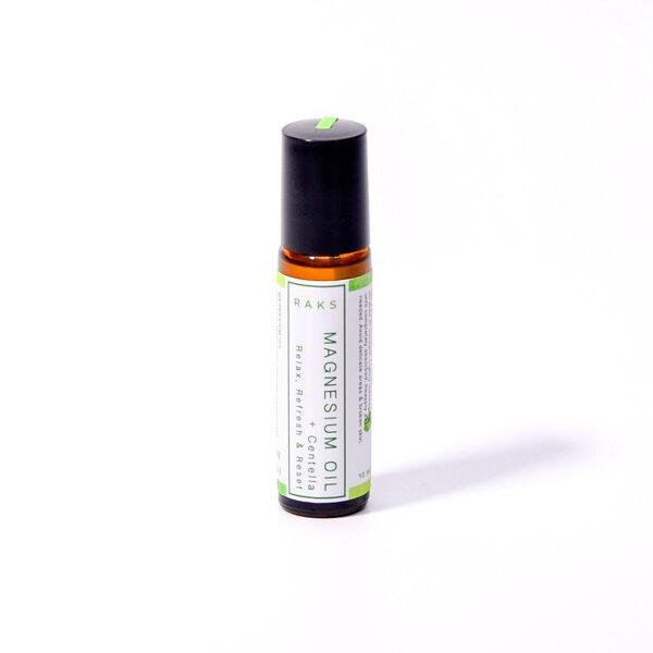 โรลออนแบบพกพานวดตัวแมกนีเซียมออลย์ Relax & Reset สารสกัดจากขิงและใบบัวบก ผสมผสานกับ Rosemary Tea Tree Essential Oils
