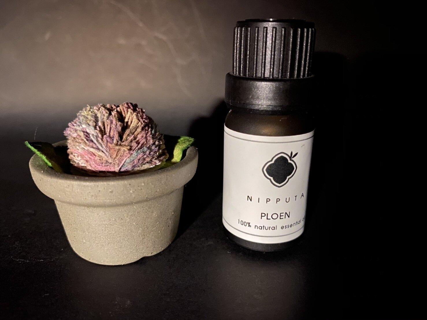 "Aroma Oil ""Ploen"" and Diffuser / น้ำมันหอมระเหยกลิ่น ""เพลิน"" และตัวกระจายกลิ่น"